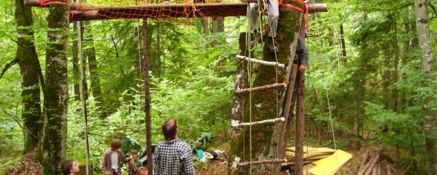 http://www.reina.ch/wp-content/uploads/2012/05/baumhuettenlager.jpg